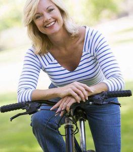 La-bicicletta-ti-fa-perdere-peso-in-menopausa_su_vertical_dyn