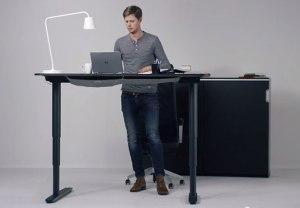 scrivania-regolabile-in-altezza-ikea-IKEA-bekant